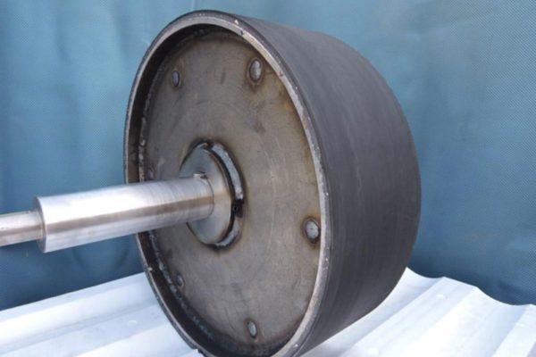 Lavorazione cilindri in gomma